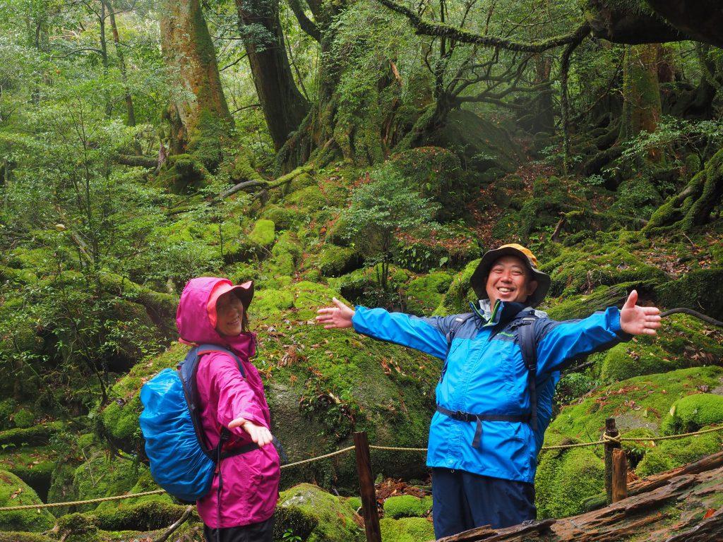 白谷雲水峡の苔むす森で記念写真