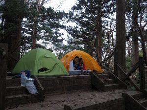 高塚小屋付近のテント場