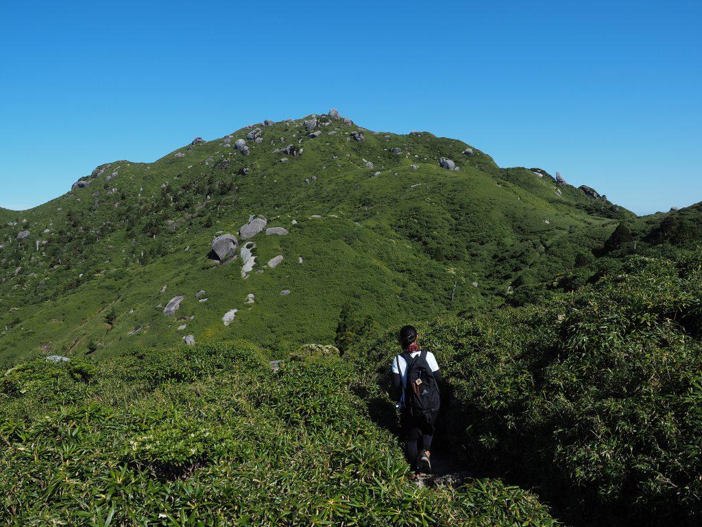 宮之浦岳コースで奥岳を進む