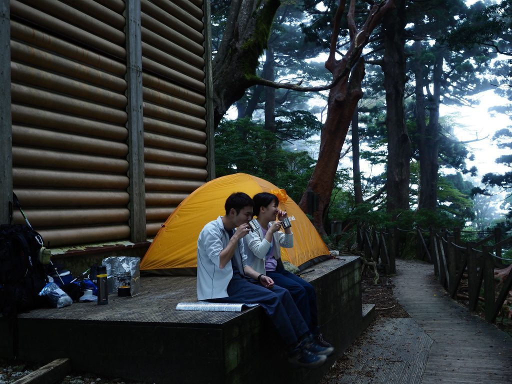高塚小屋のテント場