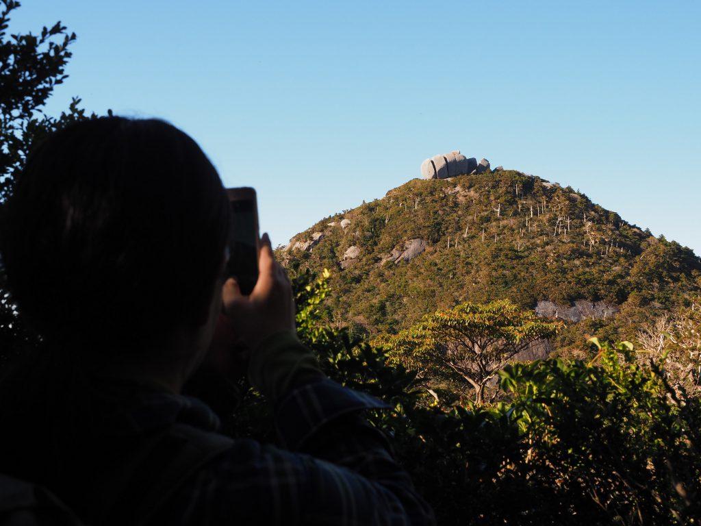 黒味岳コースのトーフ岩